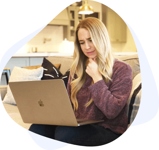 confused blonde woman laptop